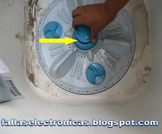 lavadora pierde agua por debajo