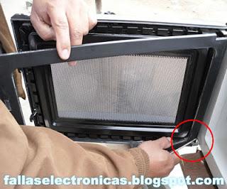 Cómo matar cucarachas Infestando un microondas