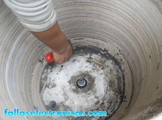 mantenimiento a lavadora con mal olor