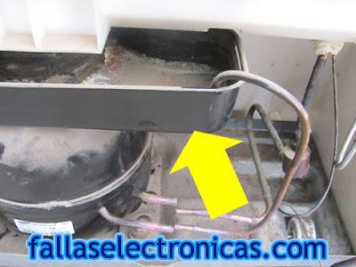refrigerador samsung bota agua por abajo